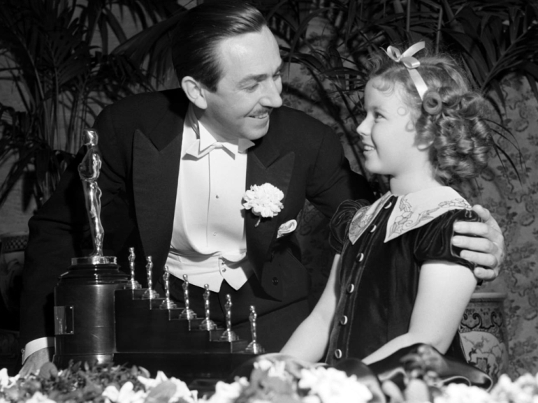 Walt-Disney-Getting-Oscar-for-Snow-White-and-the-Seven-Dwarfs-walter-e-disney-6659154-1024-768